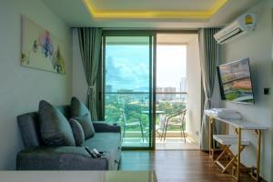 Peak Tower in Phatumnak (Seaview), Apartments  Pattaya South - big - 7