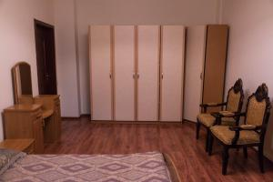 3-Bedroom Apartment near EXPO, Apartmány  Astana - big - 14