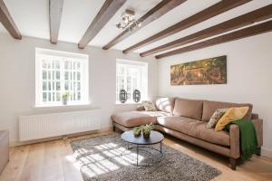 Canal Garden Apartments II by VGW(Utrecht)