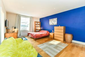 NEW 2 Bedroom Flat In Oval Well Connected to City!, Apartmanok  London - big - 15