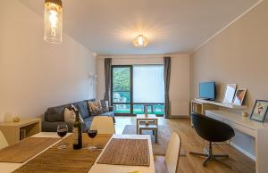 Tampa Gardens - Mountain View Apartment, Appartamenti  Braşov - big - 11