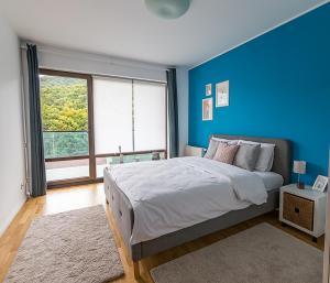 Tampa Gardens - Mountain View Apartment, Ferienwohnungen  Braşov - big - 4
