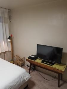 Feel Home Apt 3min walk from subway, Apartments  Seoul - big - 3
