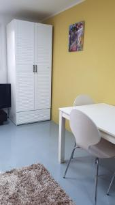 Feel Home Apt 3min walk from subway, Apartments  Seoul - big - 37