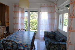 Villetta Vela, Holiday homes  Lignano Sabbiadoro - big - 4