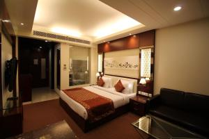 Hotel Golden Grand, Отели  Нью-Дели - big - 16