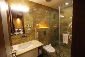 Hotel Golden Grand, Отели  Нью-Дели - big - 11
