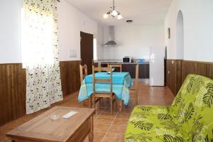 Chalet Cala de Roche, Holiday homes  Roche - big - 14