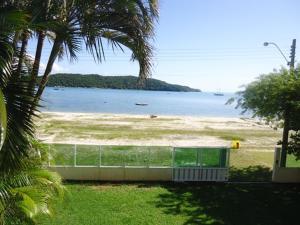 Casa pé na areia em Porto Belo, Case vacanze  Porto Belo - big - 20