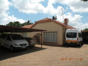 The Golden Quilt, Guest houses  Kempton Park - big - 12
