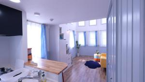 Located Centre of Naha, La Clairchance Kume 201, Apartmanok  Kume - big - 2
