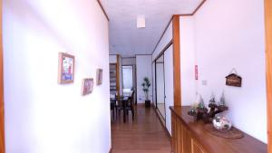 Beautiful 2 Story 5 Bedroom House Center of Naha, Ferienwohnungen  Kume - big - 36