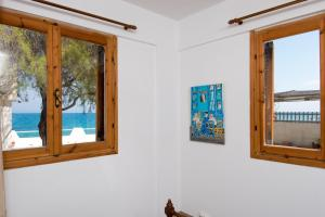 Spacious Two Bedroom Beach House, Holiday homes  Melission - big - 38