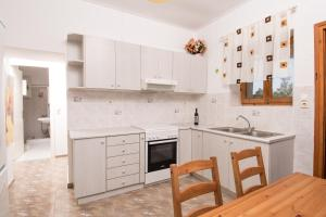 Spacious Two Bedroom Beach House, Case vacanze  Melission - big - 36