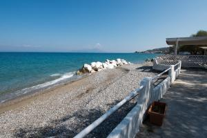 Spacious Two Bedroom Beach House, Case vacanze  Melission - big - 27