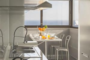 Maravilhas I by Travel to Madeira, Apartments  Funchal - big - 14