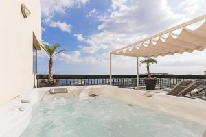 Maravilhas I by Travel to Madeira, Apartments  Funchal - big - 1