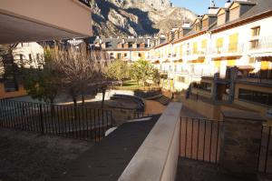Ribagorza cincuenta y ocho, Apartments  Benasque - big - 15