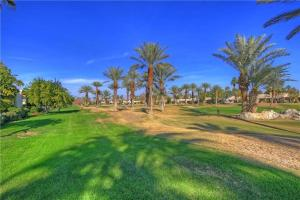 55-120 Riviera, Holiday homes  La Quinta - big - 27