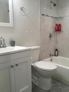2 Bedroom House in Brighton, Apartmány  Boston - big - 2