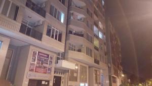 квартира в центре города, Apartmanok  Batumi - big - 3