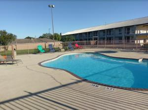 Windcrest Inn and Suites, Motel  Fredericksburg - big - 10