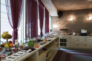 Queen's Hotel, Отели  Скопье - big - 41