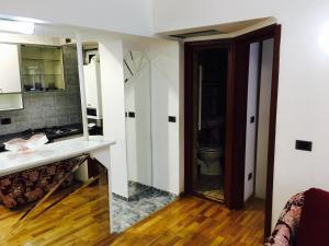 Mirrors Apartment, Apartmány  Bukurešť - big - 2