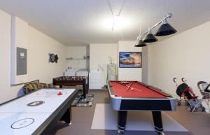 X-Large Pool With Game Room 11Cp14, Дома для отпуска  Давенпорт - big - 6
