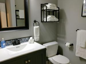 Yamhill Flats: Suite #2, Prázdninové domy  Newberg - big - 4