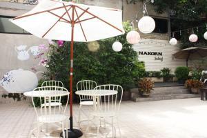 Feung Nakorn Balcony Rooms and Cafe, Отели  Бангкок - big - 84