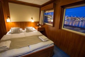 Grand Jules - Boat Hotel, Botely  Budapešť - big - 2