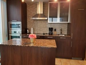Premium Suites - Furnished Apartments Downtown Toronto, Apartmanok  Toronto - big - 92