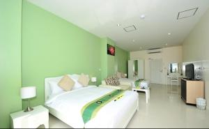 11830881 โรงแรมวิลลารีล ไฮ ภูเก็ต