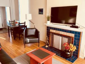 Santa Monica Apartment, Apartmány  North Vancouver - big - 11