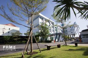 Review Prime Time Hotel