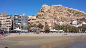 Torre Alicante Apartments, Apartmány  Alicante - big - 36