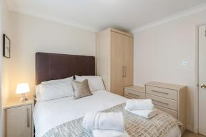Brownhill Property, Apartmanok  London - big - 19