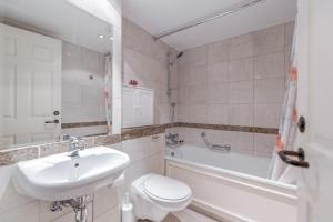 Brownhill Property, Apartmanok  London - big - 48