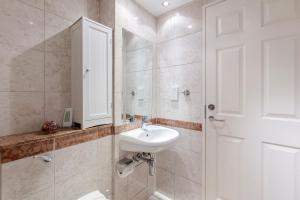 Brownhill Property, Apartmanok  London - big - 5