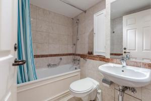 Brownhill Property, Apartmanok  London - big - 6