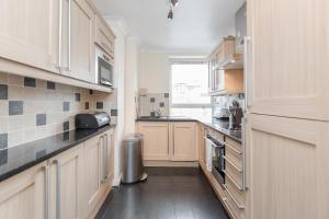 Brownhill Property, Apartmanok  London - big - 7