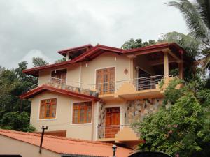 Nilmini Villa
