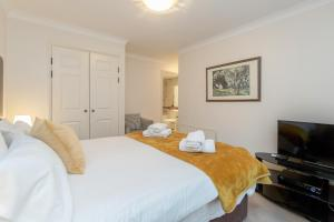 Brownhill Property, Apartmanok  London - big - 4