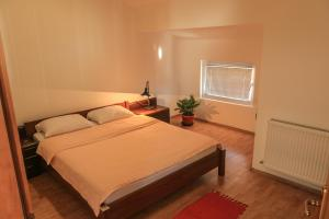 Pansion Centar, Bed & Breakfasts  Tuzla - big - 22