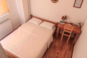 Pansion Centar, Bed & Breakfasts  Tuzla - big - 8
