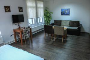 Pansion Centar, Bed & Breakfasts  Tuzla - big - 4