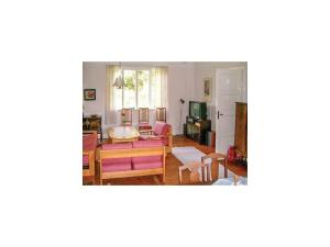 Three Bedroom Holiday Home in Beddingestrand