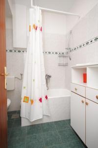 Apartment Makarska 6693a, Апартаменты  Макарска - big - 9