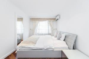Brownhill Property, Apartmanok  London - big - 39